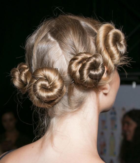 تسريحات شعر جديدة مميزة وسهلة lo3m1445043961_589.jpg