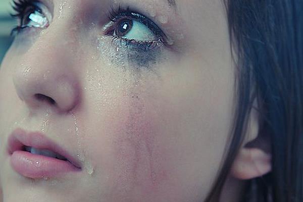 صور عيون حزينة صور-بنات-تبكي-3.jpg
