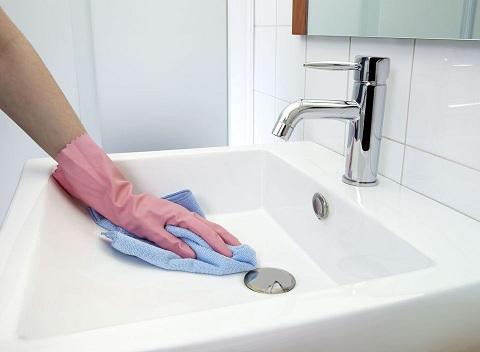 طرق تنظيف الأحواض والبلاعات لست البيت تنظيف-احواض-المياه.jpg