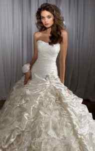 اجمل فساتين زفاف جديدة عصرية موضة lo3m.com_1378996089_138.jpg