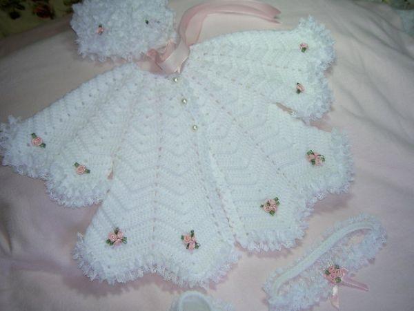 اجمل ملابس كروشية للاطفال الصغيرين lo3m1402403784_303.jpg