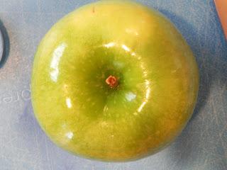 شرح المحافظة على لون التفاح من الاسمرار بعد التقشير