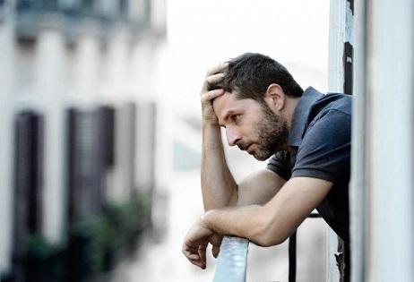 كيفية علاج القلق والتخلص من الحزن الحزن-القلق.jpg